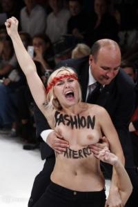 femen paris moda show 27 09 2013 2